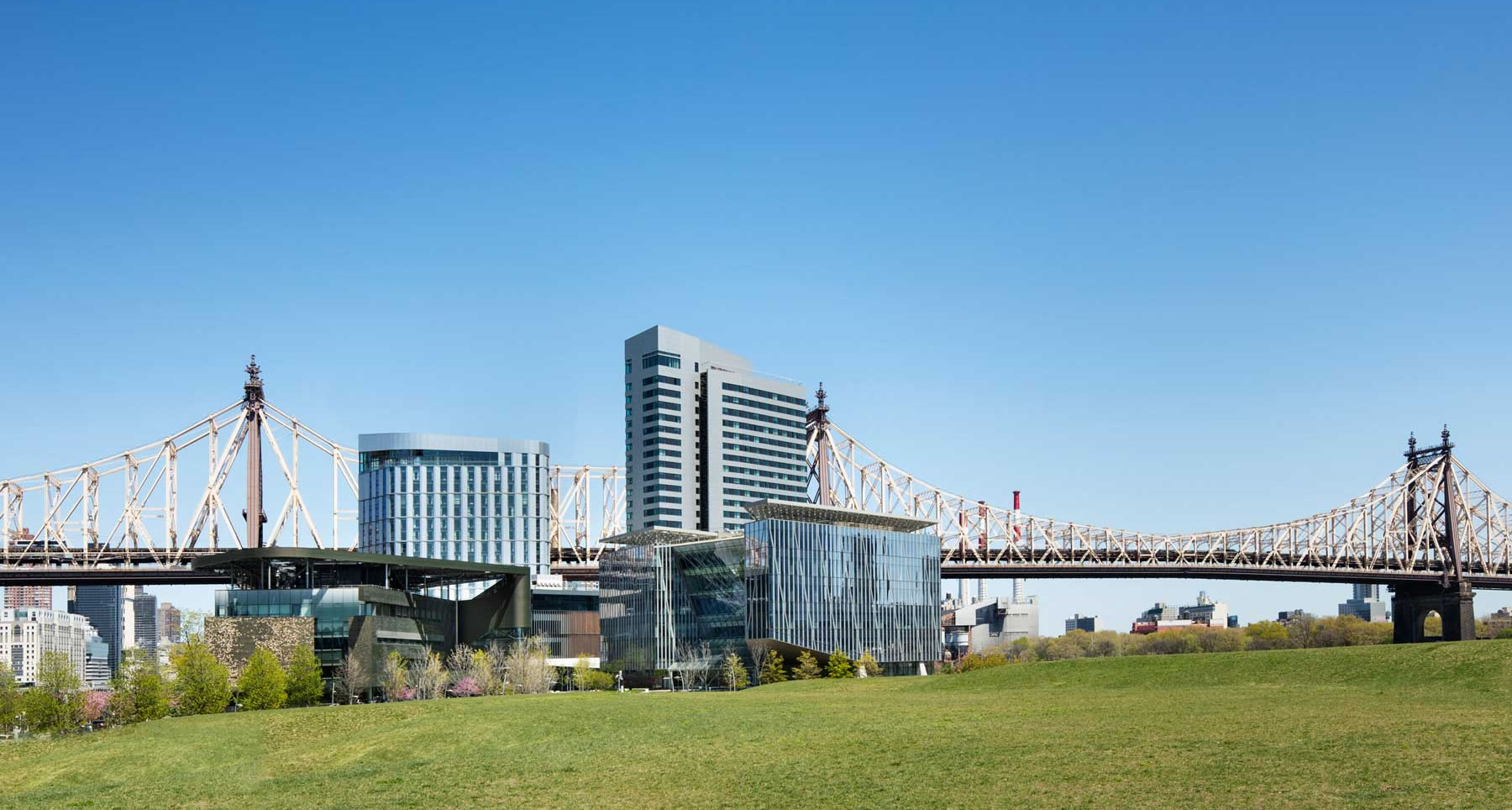 The First Hotel on NYC's Roosevelt Island Is Now Open